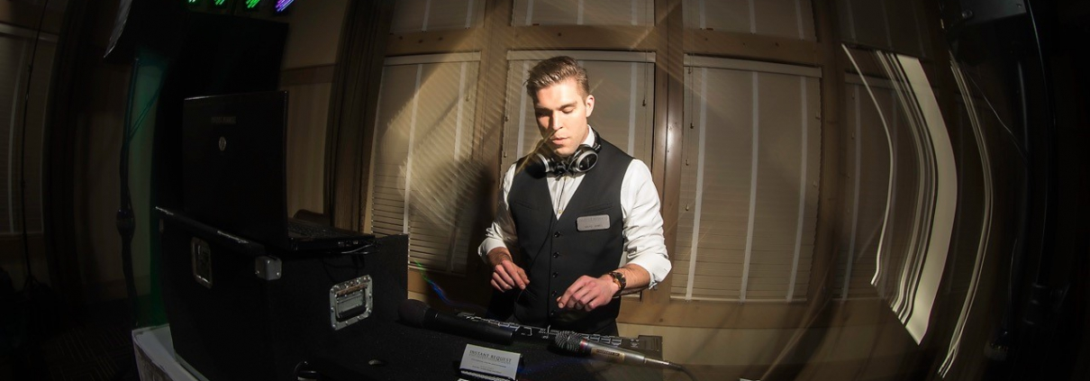 How to Choose the Right DJ for Your Wedding