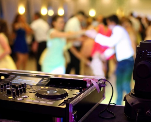 Ensuring a Packed Dance Floor at your Wedding